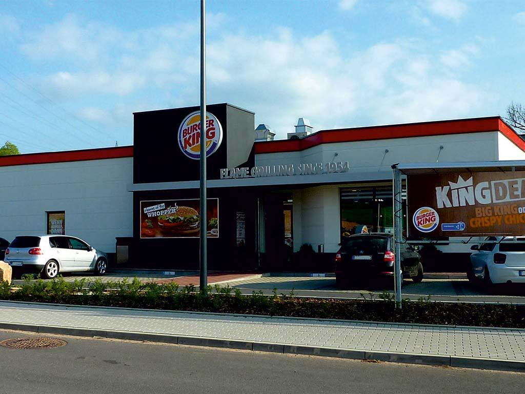 Außenaufnahme des von Z-Bau errichteten Burger King Restaurant in Bad Hersfeld
