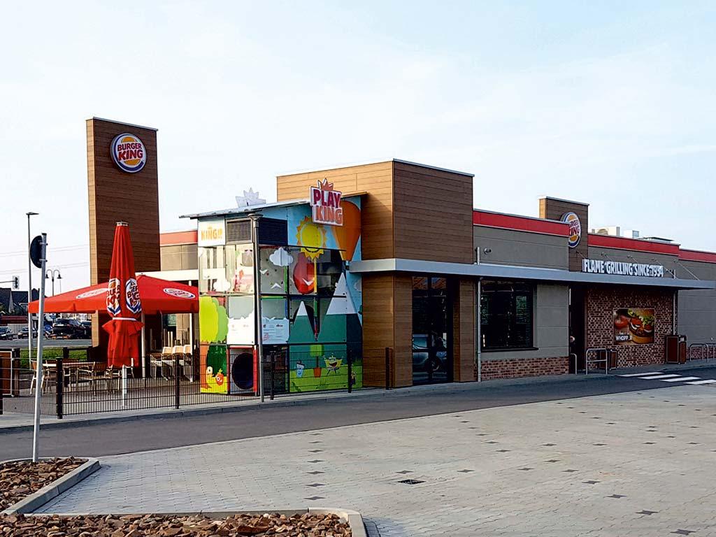 Außenaufnahme des von Z-Bau errichteten Burger King Restaurant in Hohenwarsleben