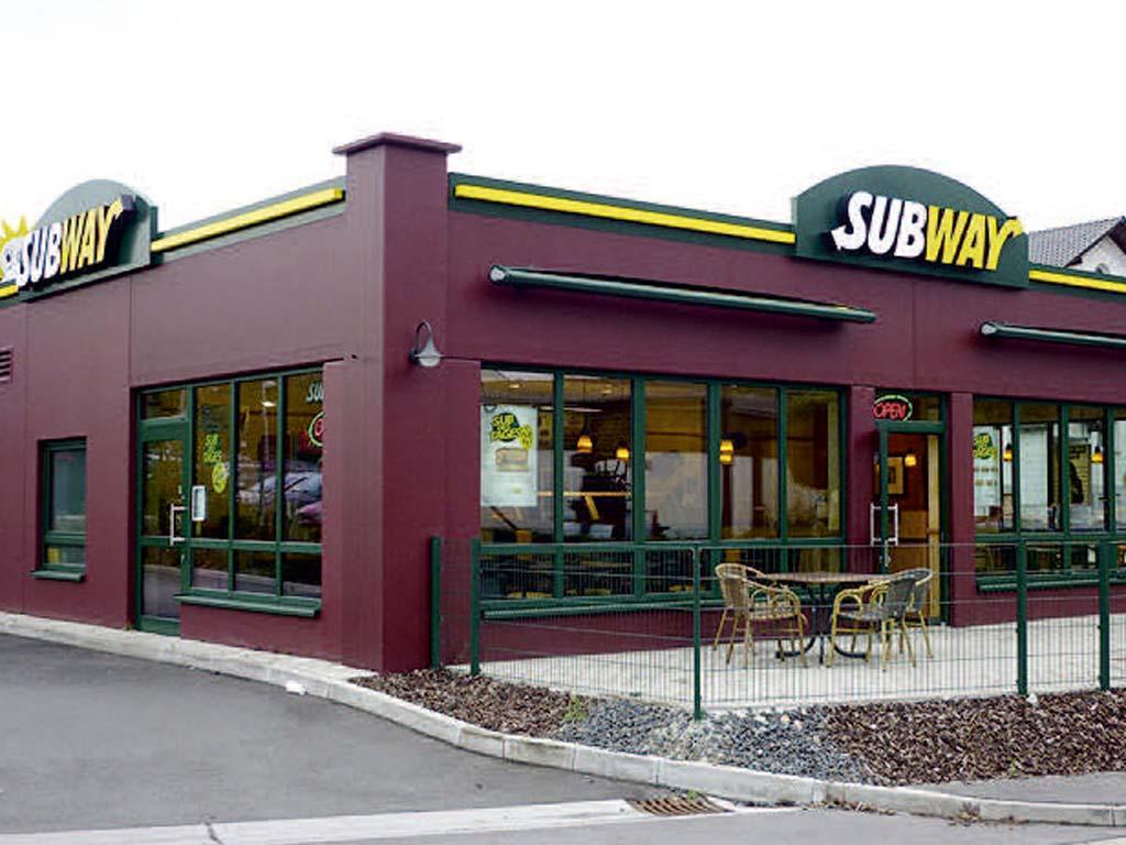 Außenaufnahme des von Z-Bau errichteten Subway-Restaurant in Kirchheim