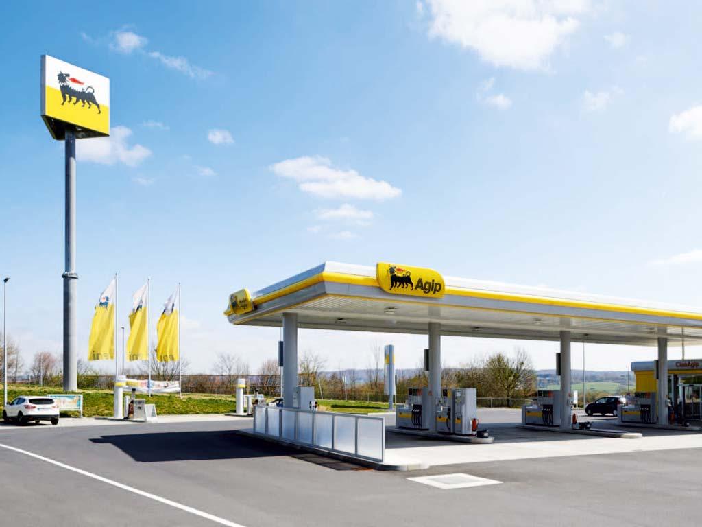 Außenaufnahme der von Z-Bau errichteten AGIP-Tankstelle in Alsfeld
