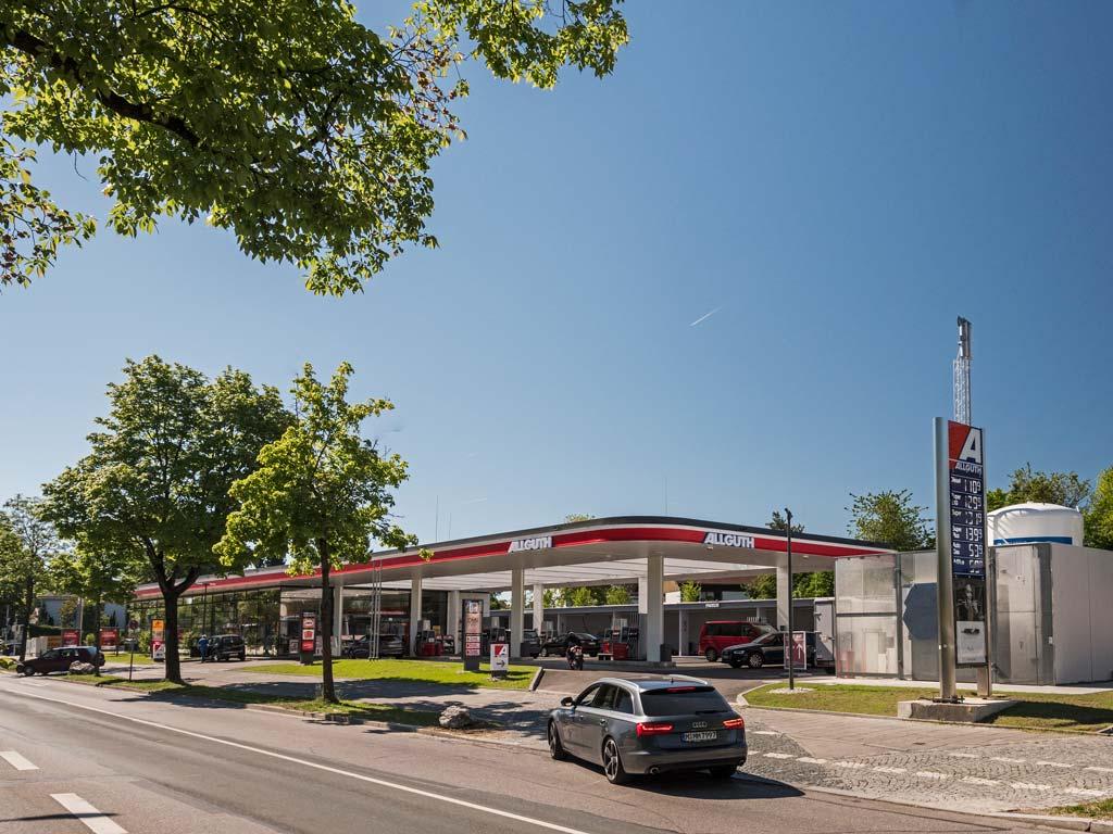 Außenaufnahme der von Z-Bau errichteten Allguth-Tankstelle in München