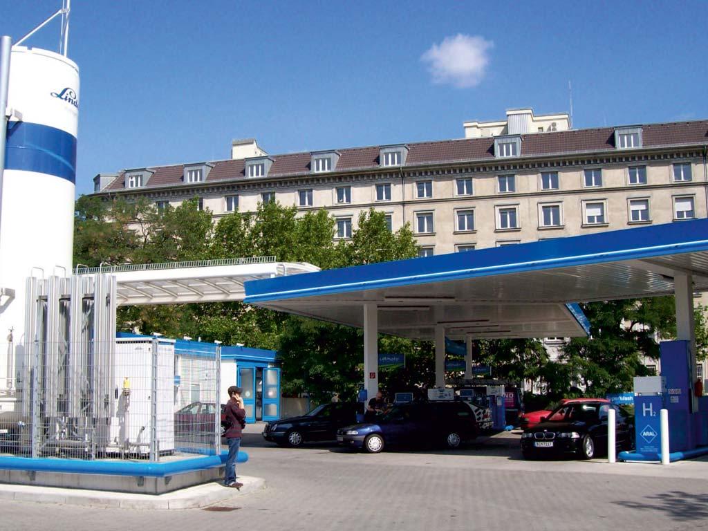 Außenaufnahme der von Z-Bau errichteten Aral-Tankstelle in Berlin