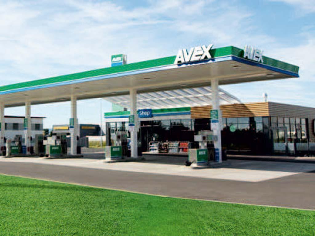 Außenaufnahme der von Z-Bau errichteten AVEX-Tankstelle in Euskirchen