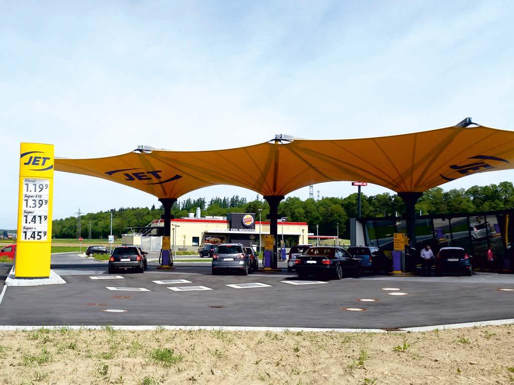 Außenaufnahme der von Z-Bau errichteten Jet-Tankstelle in Hamburg