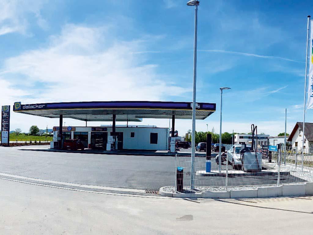 Außenaufnahme der von Z-Bau errichteten LD-Tankstelle in Herlikofen
