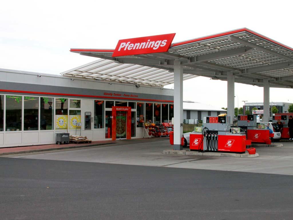 Außenaufnahme der von Z-Bau errichteten Pfennings-Tankstelle in Geilenkirchen