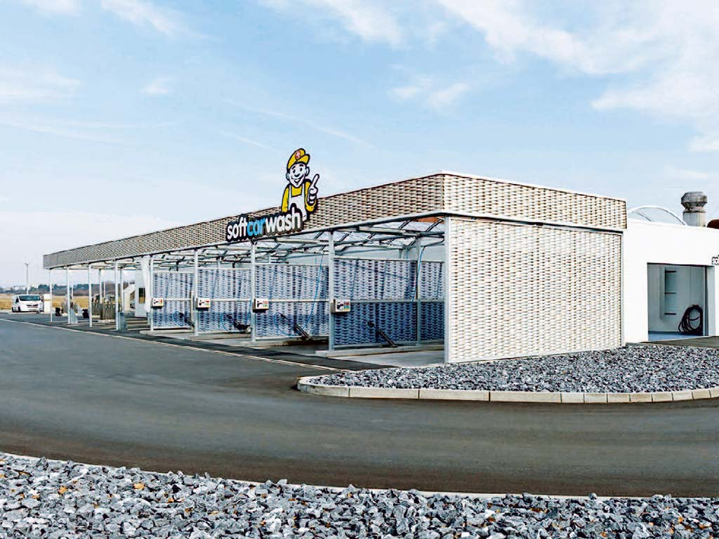 Außenaufnahme des von Z-Bau errichteten AWT Waschcenter in Bamberg