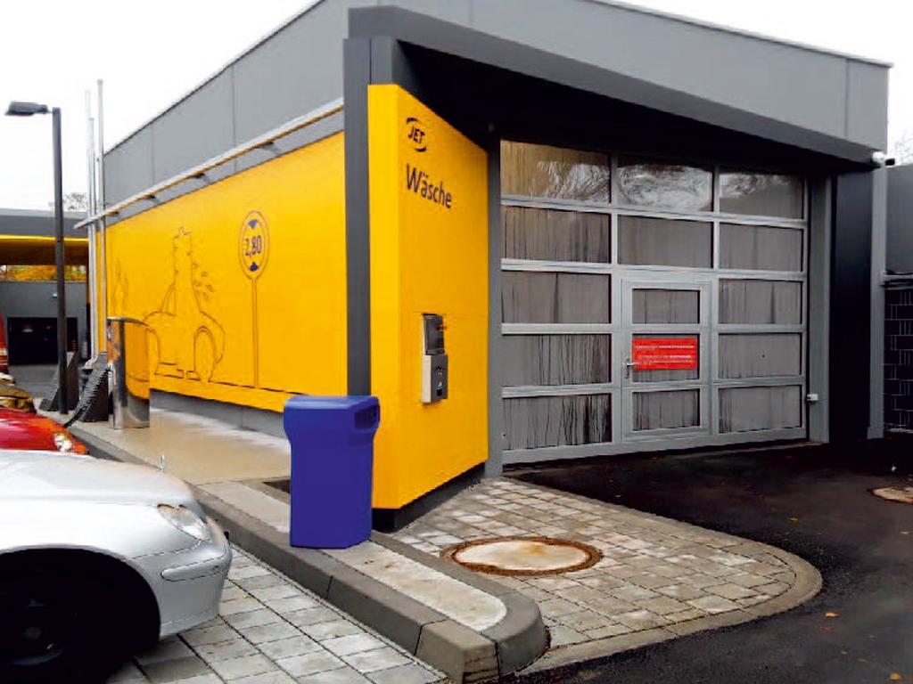 Außenaufnahme der von Z-Bau errichteten JET-Waschhalle in München